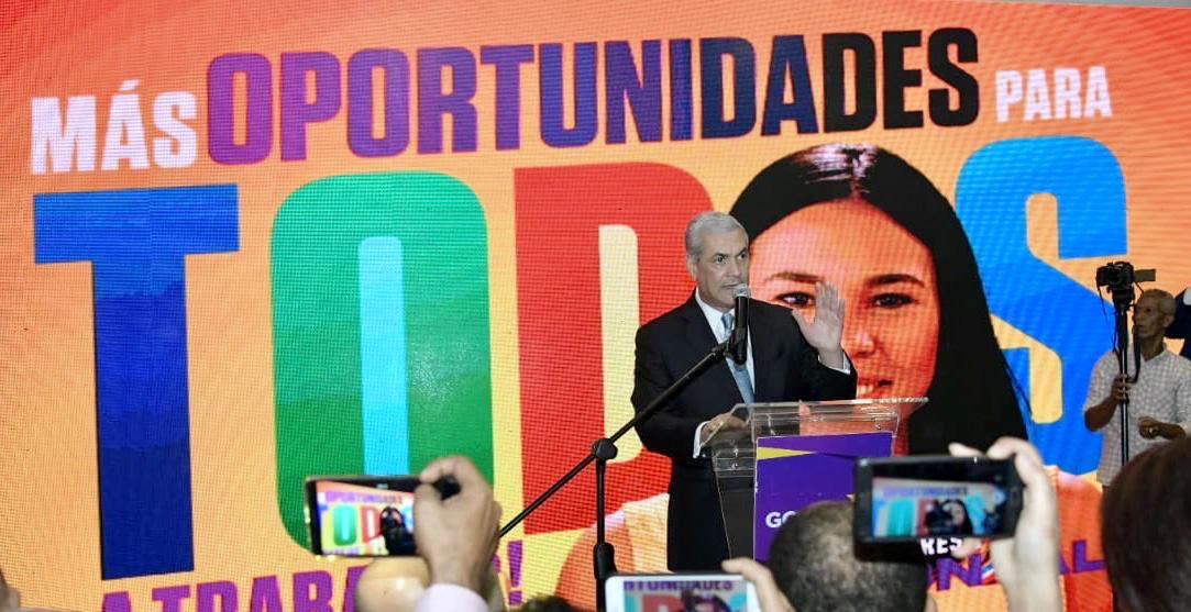 Gonzalo Castillo presenta nueva campaña publicitaria