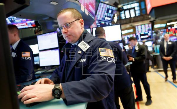 Wall Street se desploma por el coronavirus y el Dow Jones pierde un 3,56 %