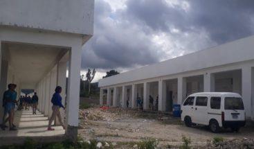 Piden arreglo de escuela en la comunidad de Batista en el municipio de El Cercado