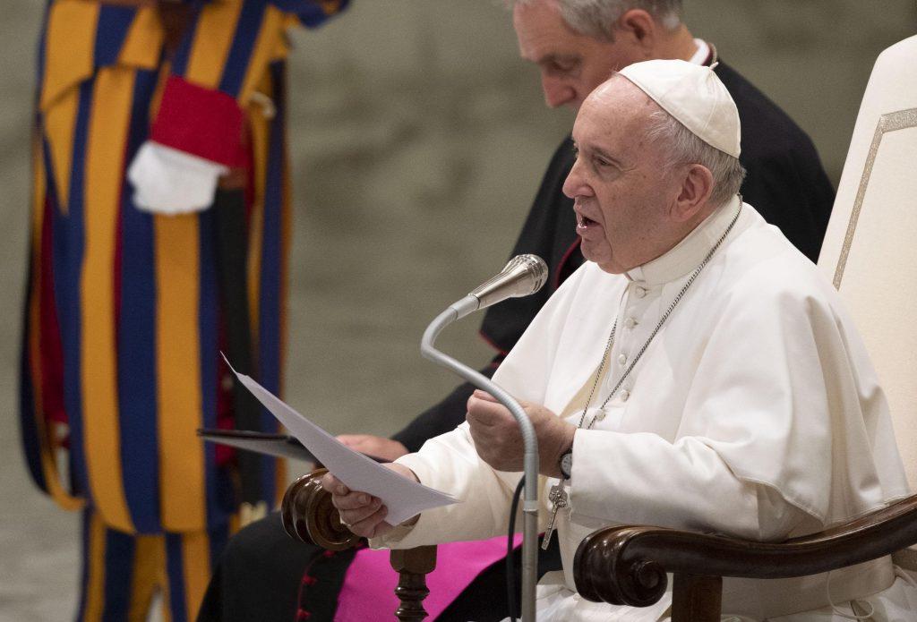 El papa expresa su cercanía a afectados por coronavirus y personal sanitario