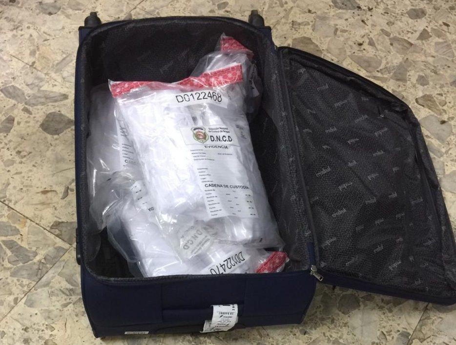 Apresan dominicana en aeropuerto de las Américas con 8.18 kilos de cocaína