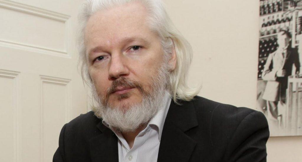 Abogados de Assange pedirán su libertad bajo fianza por el COVID-19