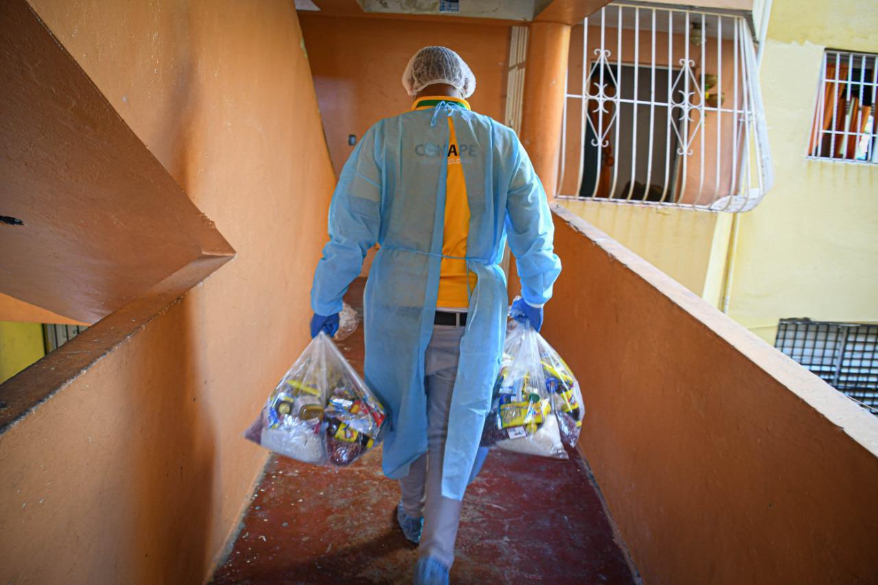 Conape distribuye 9,614 raciones alimenticias para adultos mayores