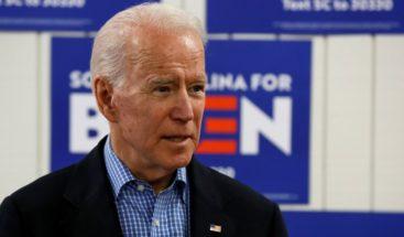 Biden pierde los papeles en una discusión sobre armas con un votante en EEUU