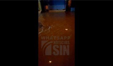 Falta de alcantarillado provoca inundación en Los Tanquecitos, Boca Chica