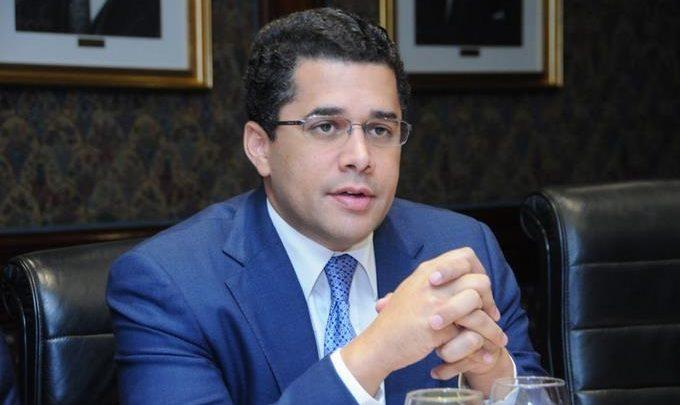 David Collado suspende por dos meses pago de facturas de RD$4,000 pesos o menos a más de 11,000 negocios