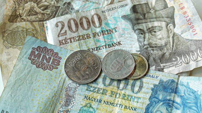 Hungría desinfectará los billetes de dinero para evitar contagios