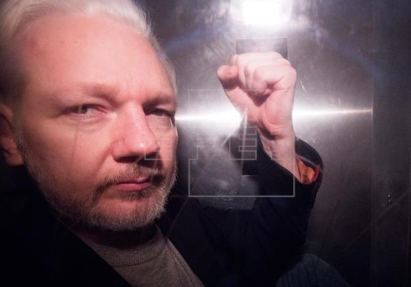 Tribunal niega la libertad condicional a Assange pese a temores por COVID-19