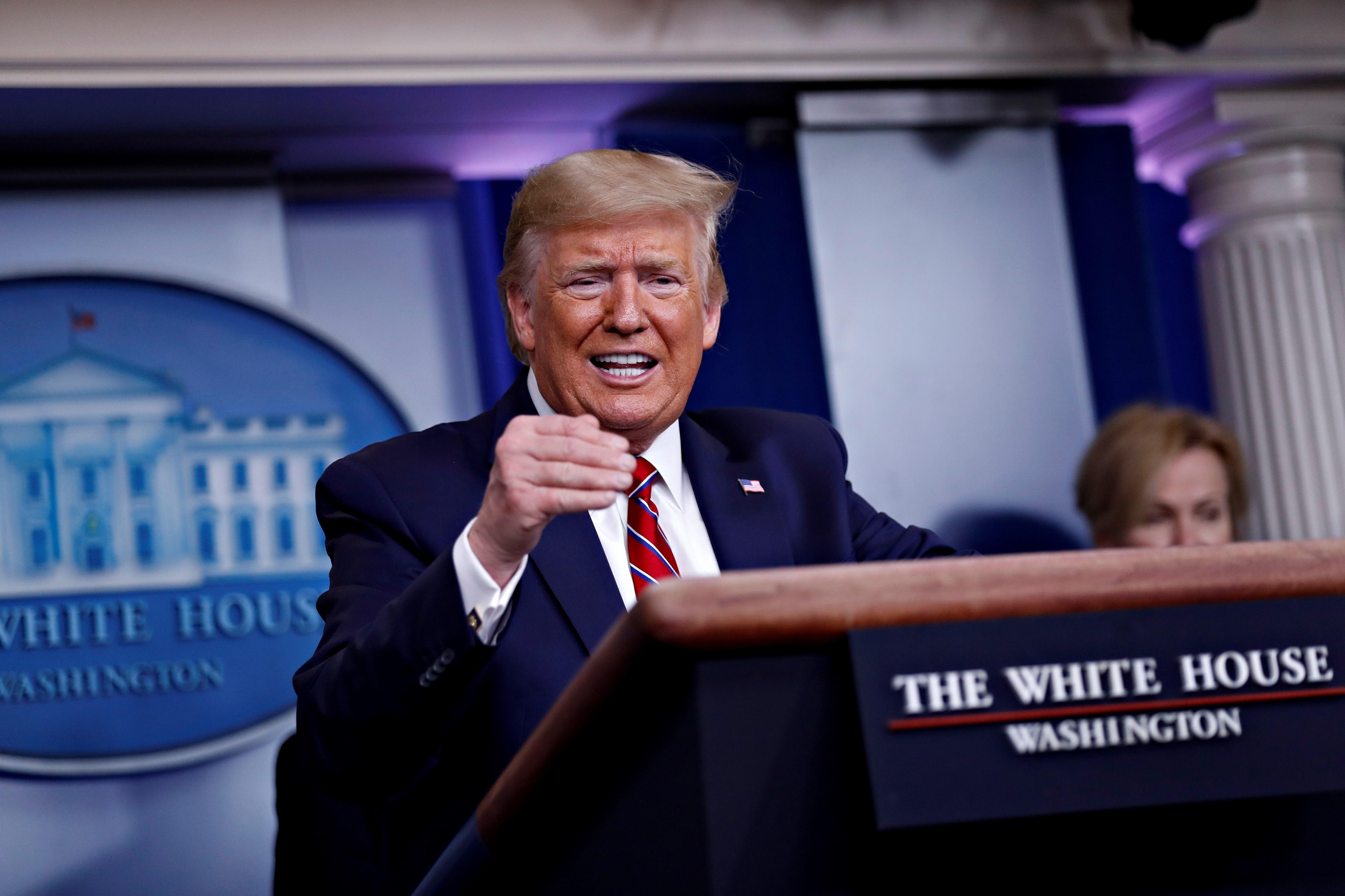 Trump estudia restringir los viajes de Brasil por la COVID-19