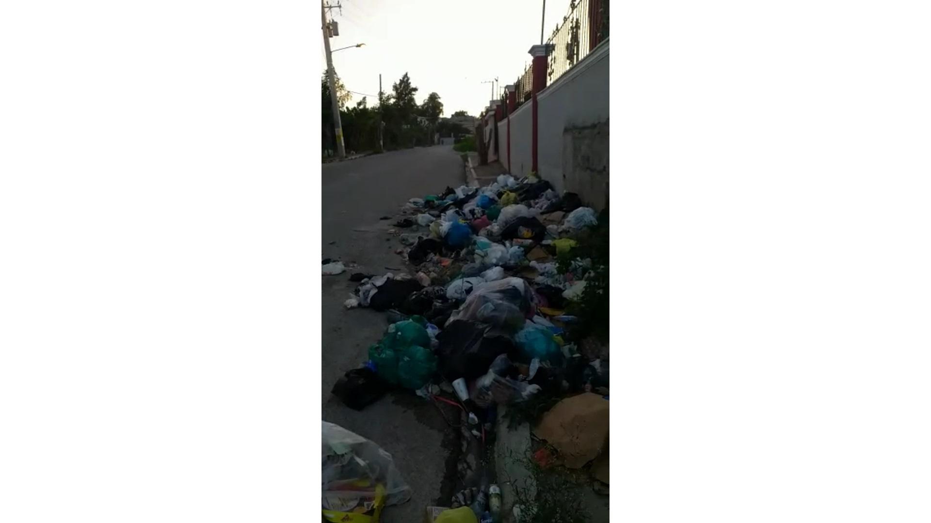 Residentes en Vista Bella se quejan por cúmulo de basura