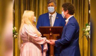 El amor en tiempo de coronavirus; se casan con guantes y mascarillas