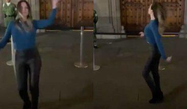 """Mujer se hizo viral por bailar """"Tusa"""" frente a Palacio Nacional"""