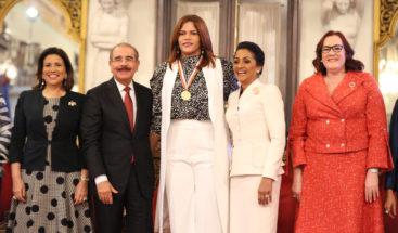 Presidente Medina otorga Medalla al Mérito a mujeres dominicanas
