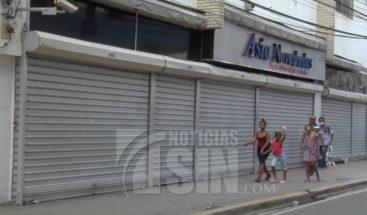 Comercios en Santiago acogen medida preventiva por coronavirus y cierran sus puertas