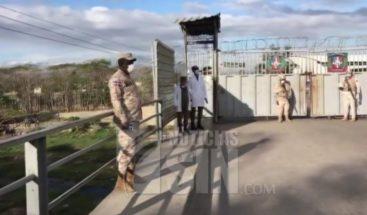 Ministro plantea limitar entrada de haitianos ante crisis por COVID-19