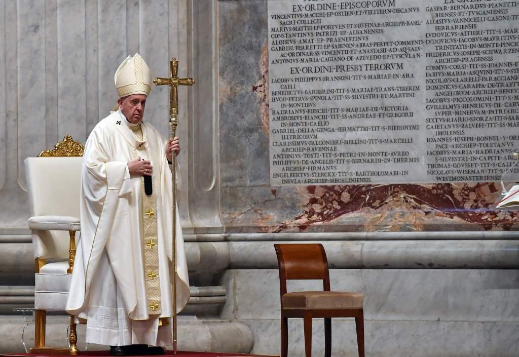 El papa honra en Jueves Santo a los