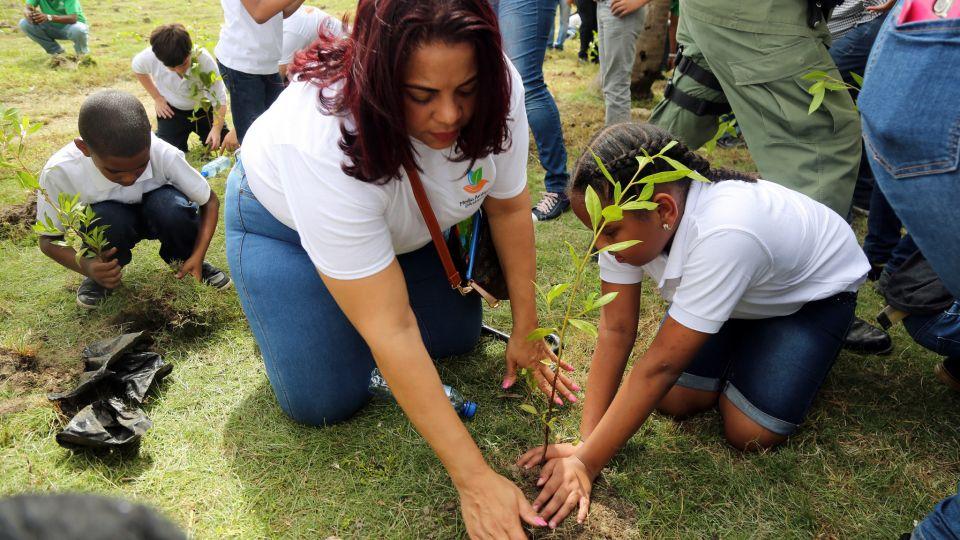 Medio Ambiente llama a cuidar el planeta en celebración del Día Mundial de la Tierra
