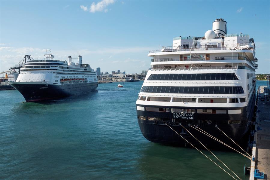 Comienza el retorno de los pasajeros de los cruceros con enfermos en Florida