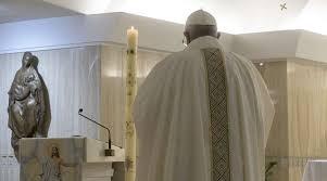 El papa pide a políticos que busquen el bien del país y no el de su partido