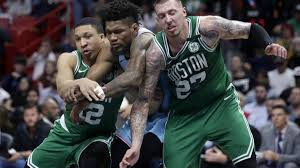 Los jugadores de los Celtics se mantienen reunidos y motivados con oradores