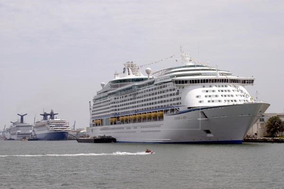Muere tripulante de crucero de Royal Caribbean anclado en costas de Florida