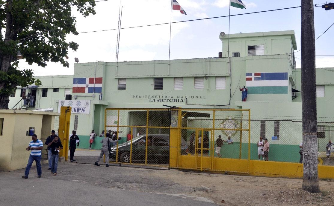 Trasladan 13 presos de La Victoria que dieron positivo al COVID-19