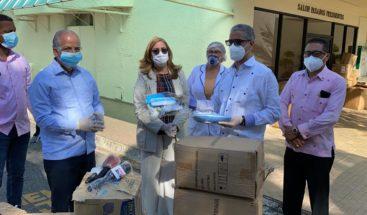 Leonel Fernández entrega al CMD primera partida de kits de protección contra Covid-19