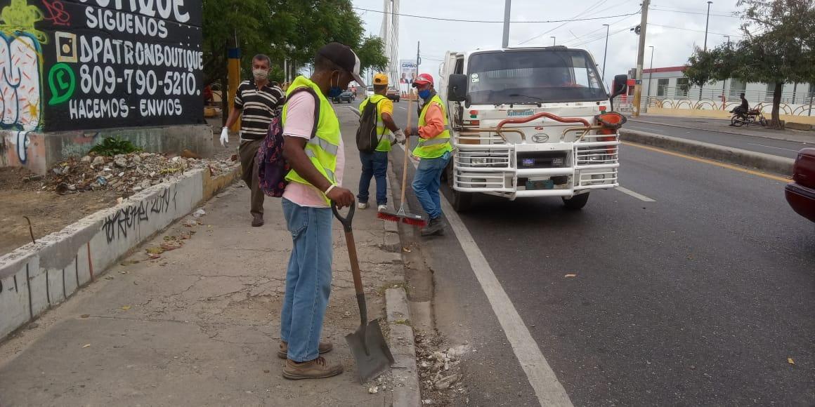 Continúan operativo de higienización en Santo Domingo Este