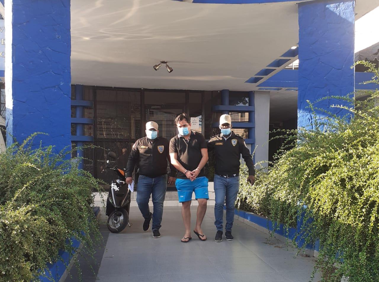 Apresan ecuatoriano acusado de estafar a más de 900 personas