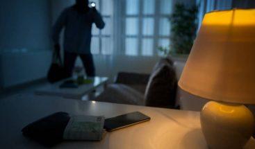 Ladrón entra a una casa y pide comida e internet para su familia