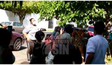 Así reciben vecinos a recuperada de COVID-19 en Santiago