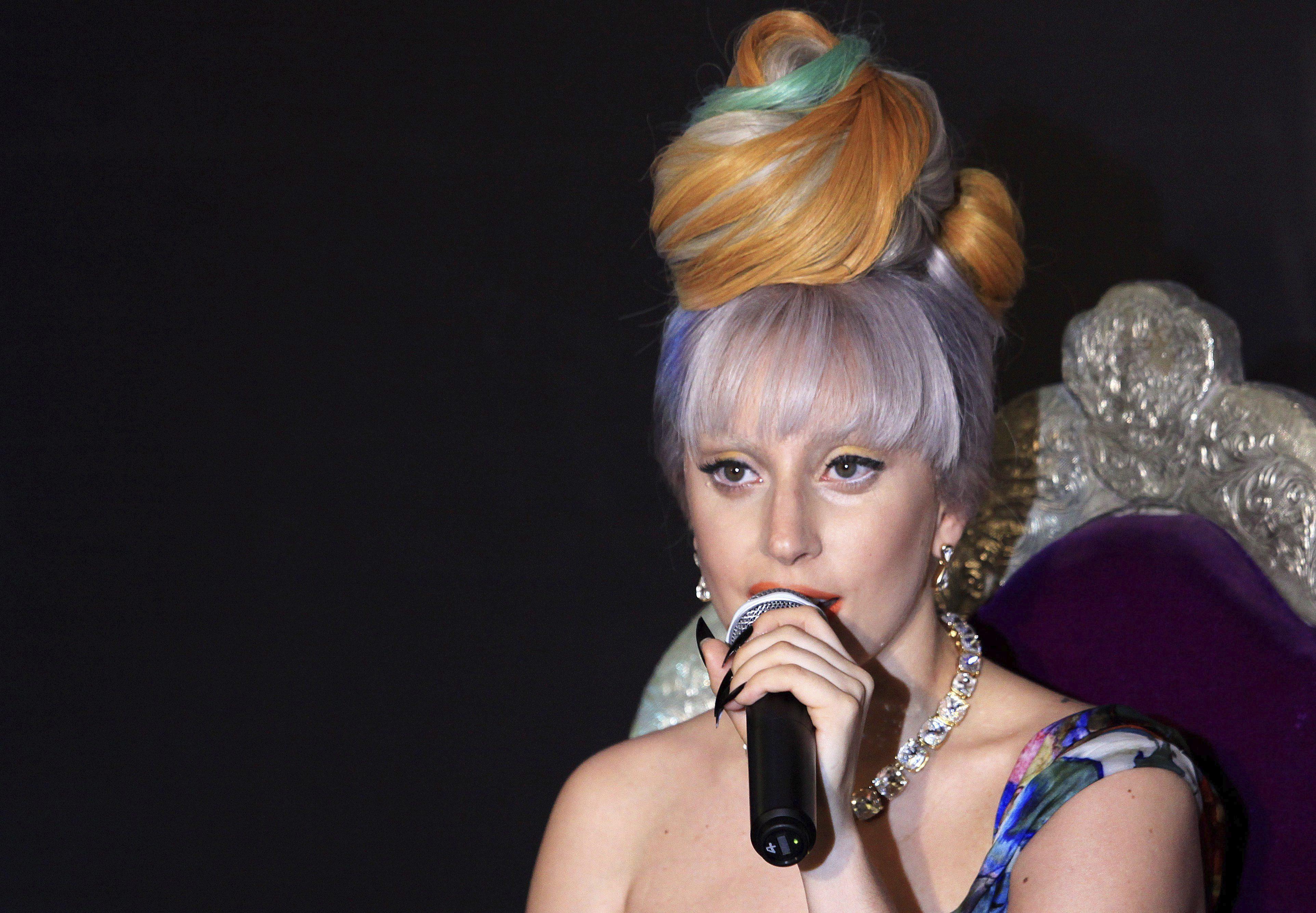Lady Gaga pide a expertos en tecnología unirse contra el COVID-19
