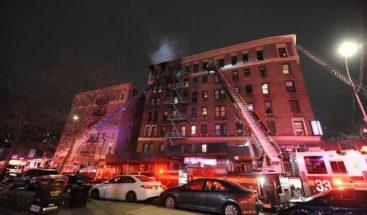 Incendio destruye el último piso de un edificio en El Bronx