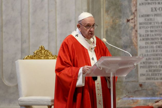 El papa critica a quien hace negocio con los necesitados durante la pandemia