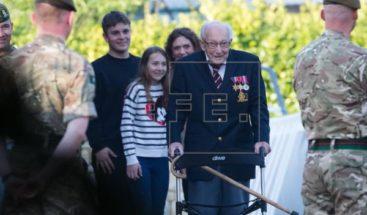 Un veterano de 99 años recauda más de 12 millones de euros para la sanidad