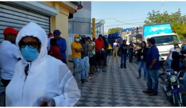 Supermercados en Santiago abarrotados de personas