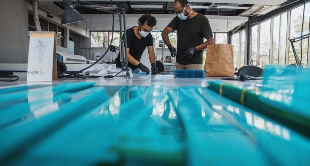 Inician producción de mascarillas con impresoras 3D y de respiradores mecánicos