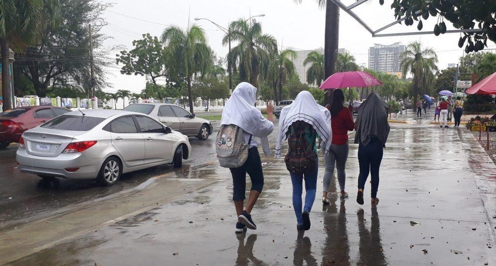 Onamet: Onda tropical y vaguada provocarán aguaceros con nublados