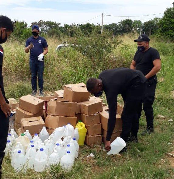 Incautan miles de botellas y galones de clerén durante operativos en Santiago