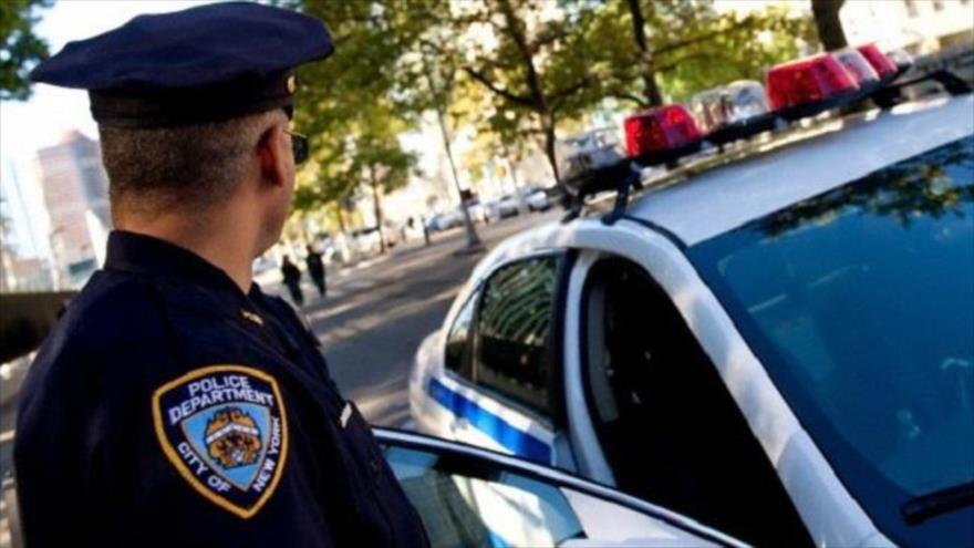 Investigan la muerte de un afroamericano detenido por un policía blanco