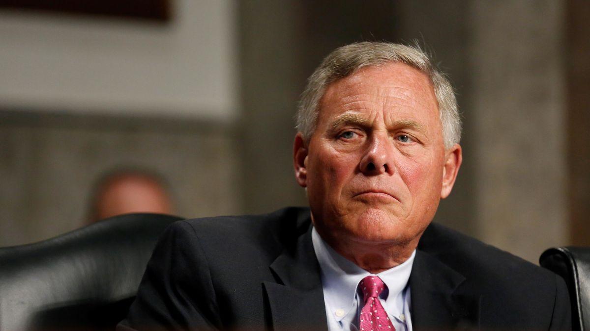 Líder de Inteligencia del Senado de EE.UU. dimite por denuncias de corrupción