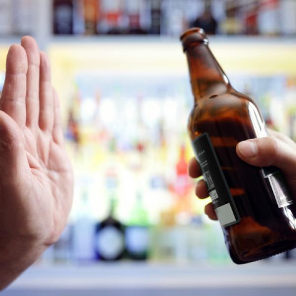 Contar con más opciones de bebidas sin alcohol reduce su consumo