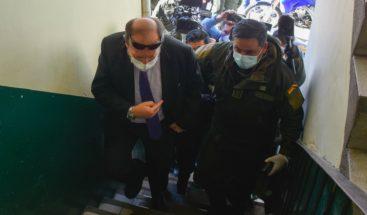 Ministro boliviano arrestado y cesado por caso de corrupción con respiradores