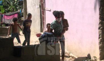 Mujer con cuatro niños, dos enfermos, solicita ayuda