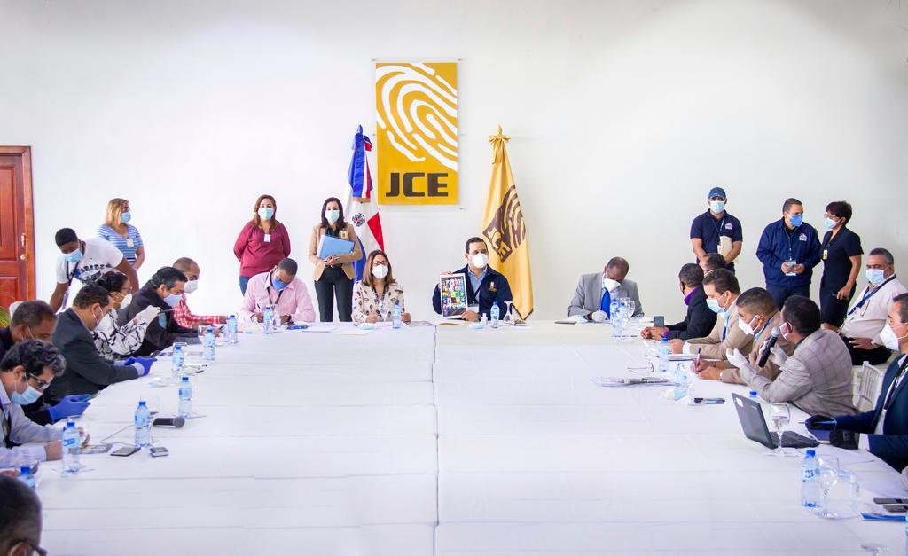 JCE y partidos revisan formato de boletas para elecciones del 5 de julio