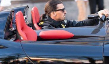 Acusan a Zlatan Ibrahimovic de manejar una lujosa Ferrari de manera ilegal