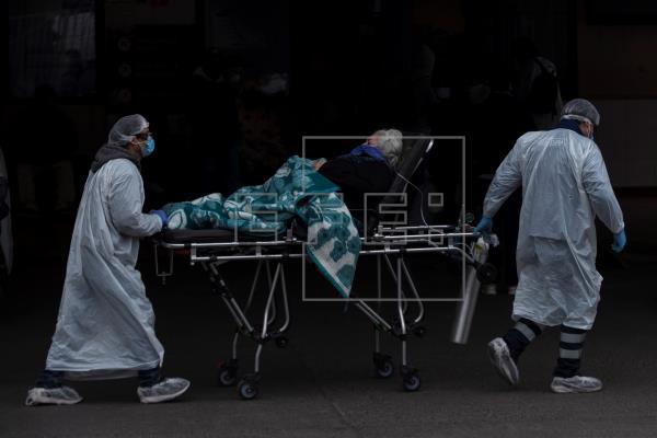 Chile roza los 70.000 casos y Piñera dice que sistema está