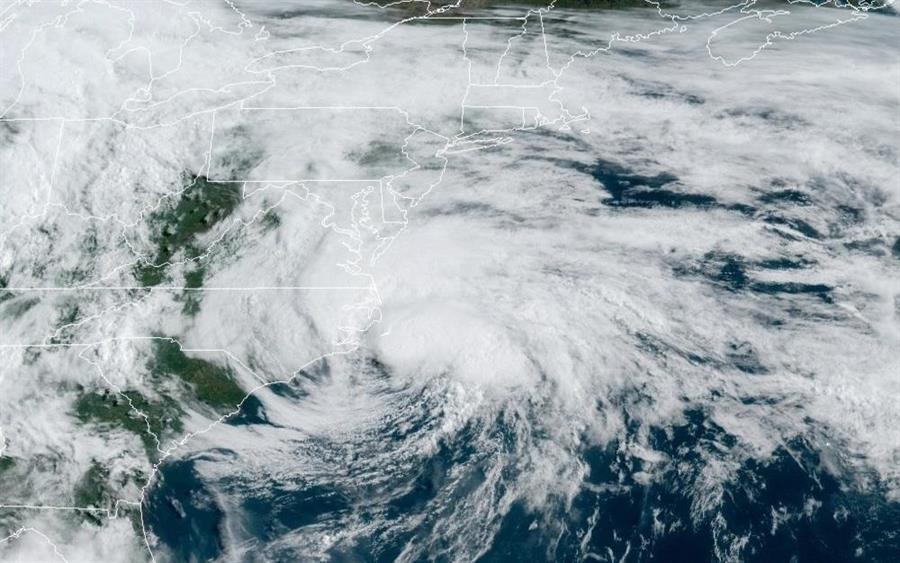 Tormenta Arthur llega con mayor potencia a costas de Carolina del Norte
