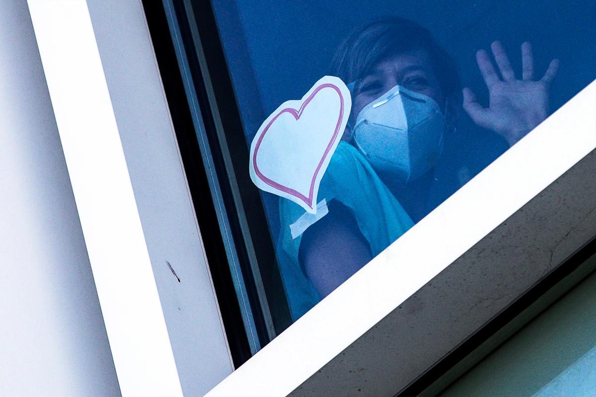 Amor, drama y soledad protagonizan miles de relatos ciudadanos de la pandemia