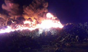 Desconocidos provocan fuego a antiguo vertedero de Rafey en Santiago